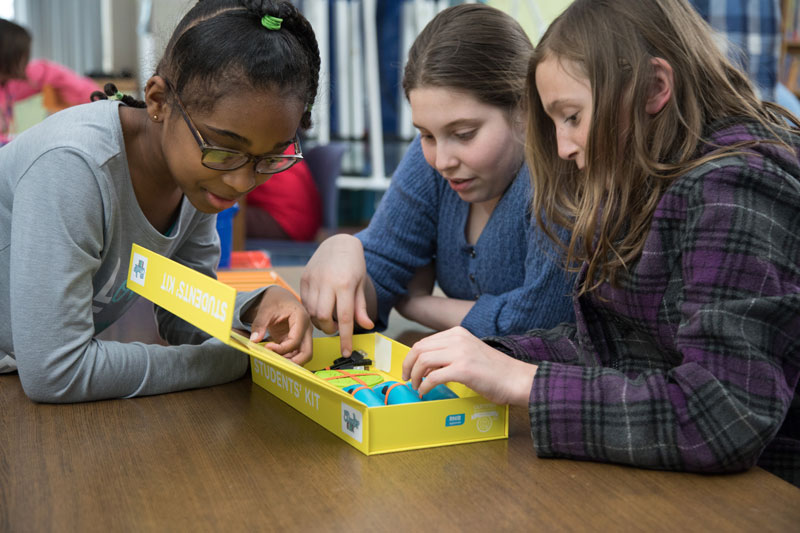 Students experiment with the 3Doodler Start Student Kit, which allows learners to quickly get creating and building through an intuitive and easy-to-learn process.